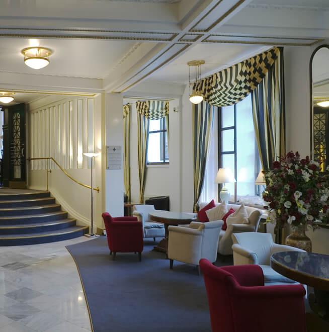Видеонаблюдение в холле отеля